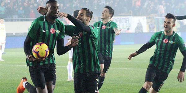 Fenerbahçe, Akhisar'da yıkıldı